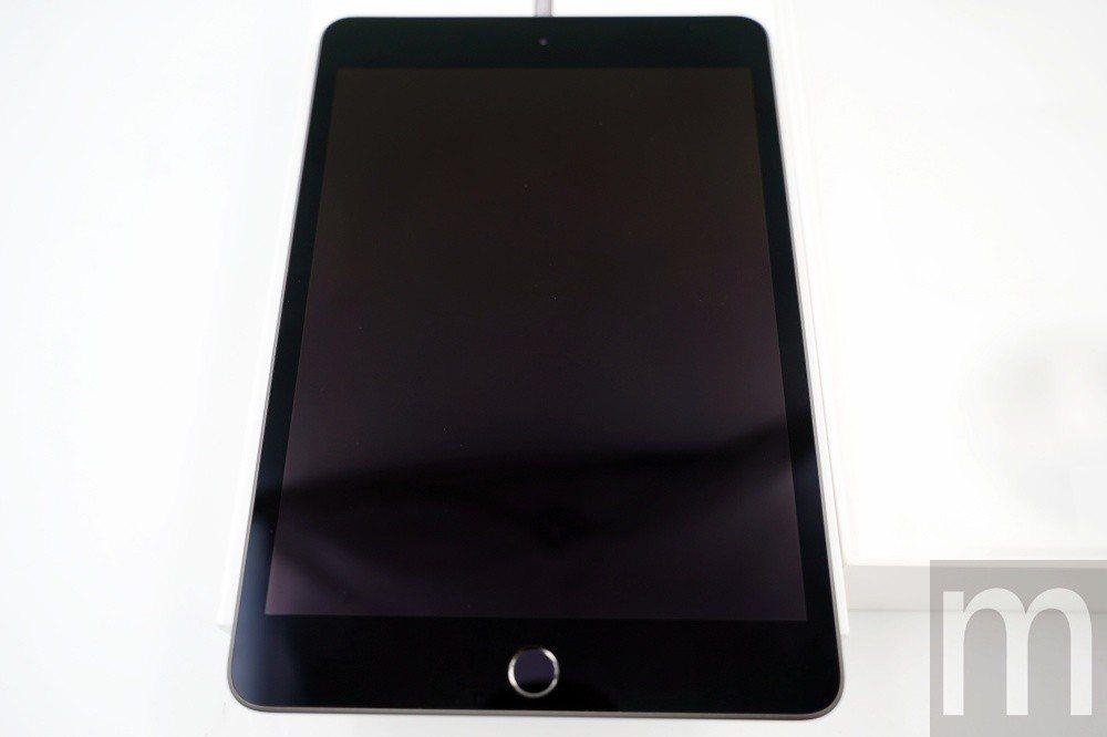 新款iPad mini,正面與舊款iPad mini相仿,但螢幕解析度等規格卻大...