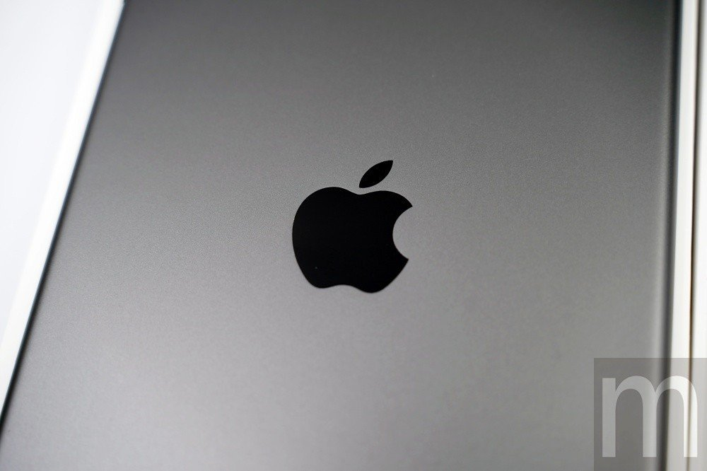 背後的蘋果標誌[/caption]