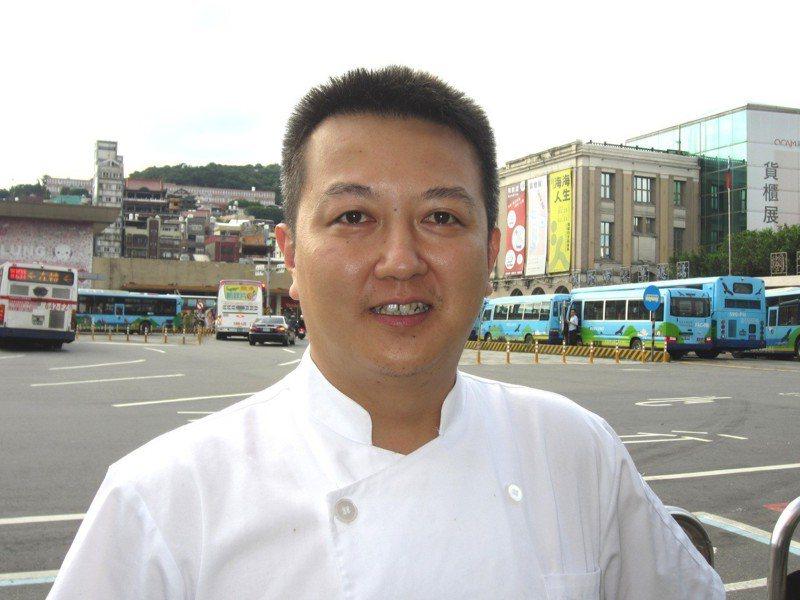 基隆邦彼洛餐廳餐飲顧問林聖皓愛料理,除在校園推廣在地食材,也希望能有更多民眾品嘗到食物原味。記者邱瑞杰/攝影