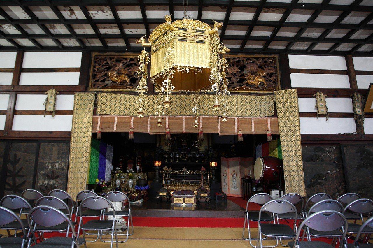 長谷寺的大殿,有著現代與歷史的混搭感。記者陳睿中/攝影