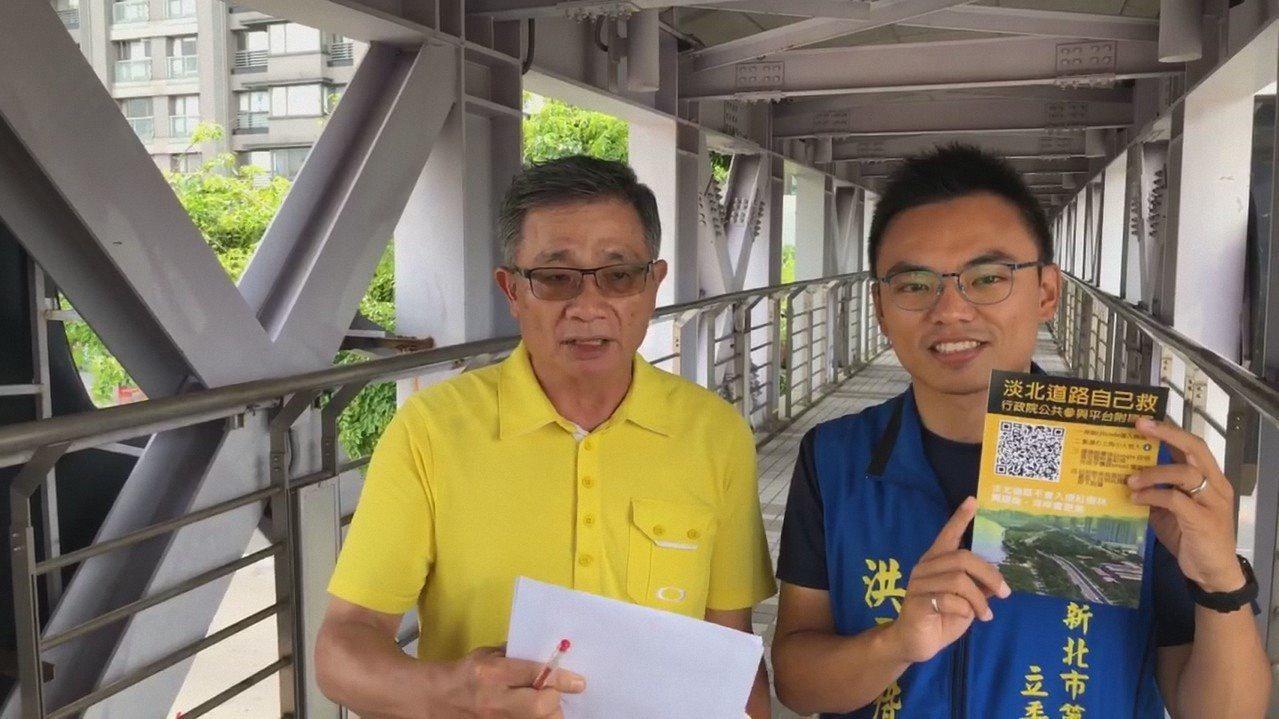 國民黨立委參選人洪孟楷(右)和支持淡北道路聯盟發起人張連榮(左)請民眾加入連署。...