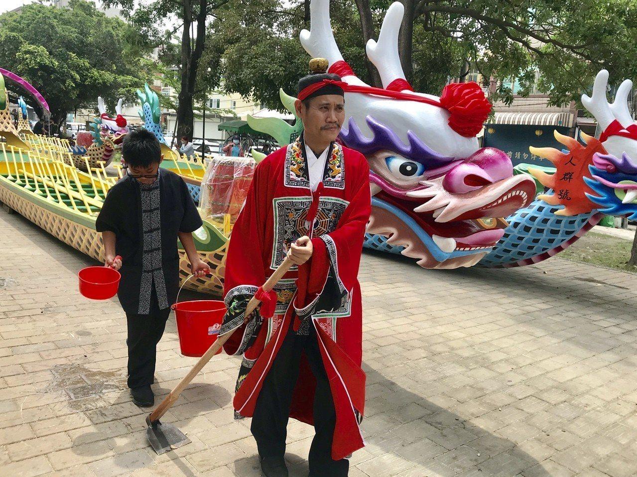 道長進行傳統科儀。記者江國豪/攝影