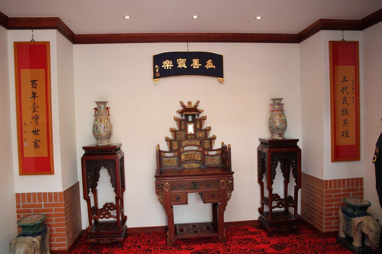 霧峰林家花園林獻堂博物館一進門可看到馬英九所題的「三代民族英雄、百年台灣世家」中...