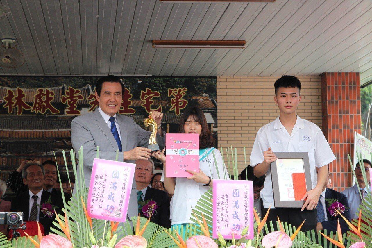 明台高中70周年慶,馬英九前往為獲得高中技藝競賽得獎學生頒獎。記者黃寅/攝影