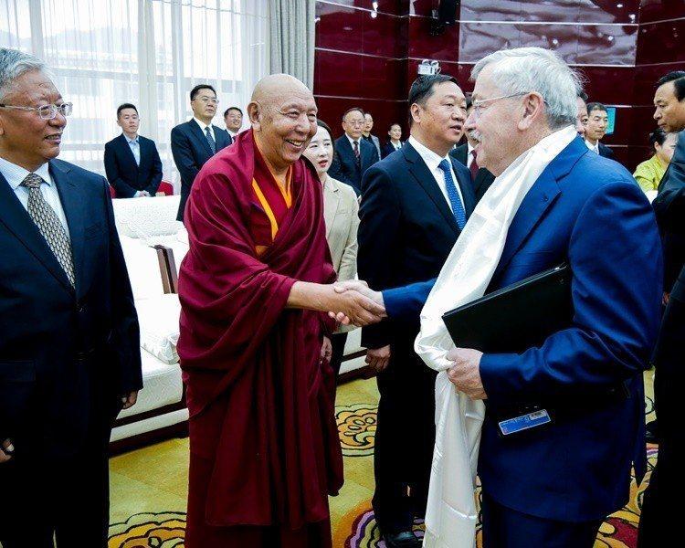 美駐中共大使布蘭斯塔德呼籲北京與達賴喇嘛對話。美聯社