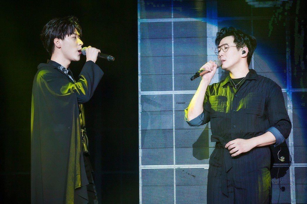 品冠(右)邀來王博文合唱。圖/海蝶提供