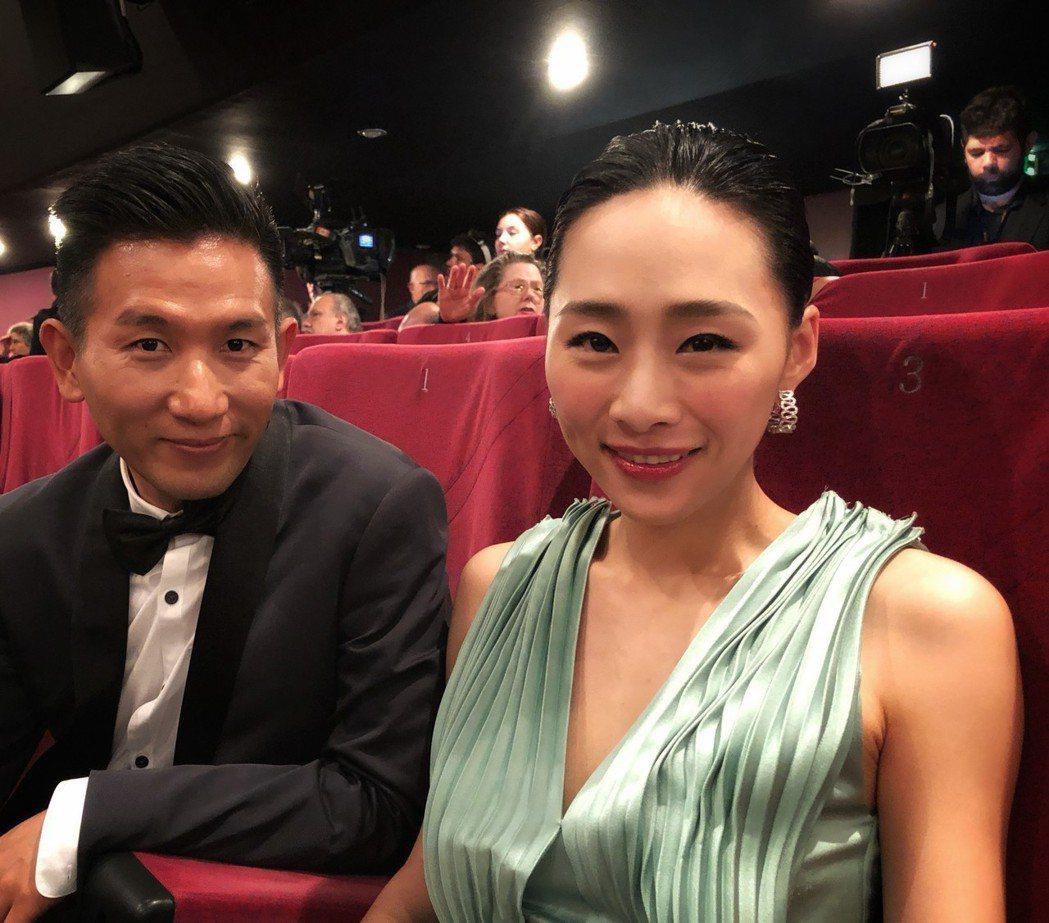 吳可熙(右)和導演趙德胤合作新片「灼人秘密」。圖/岸上影像提供