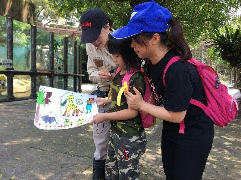 學習課程讓孩子們發揮想像力,彩繪心目中最有趣的動物星球。圖/莊福文教基金會提供