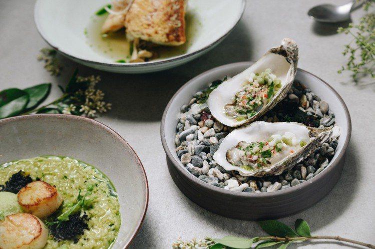 法國生蠔用曼谷酸辣生蝦搭配香茅、乾蔥、魚露、辣椒調味。圖/P&T柏林茶館提供