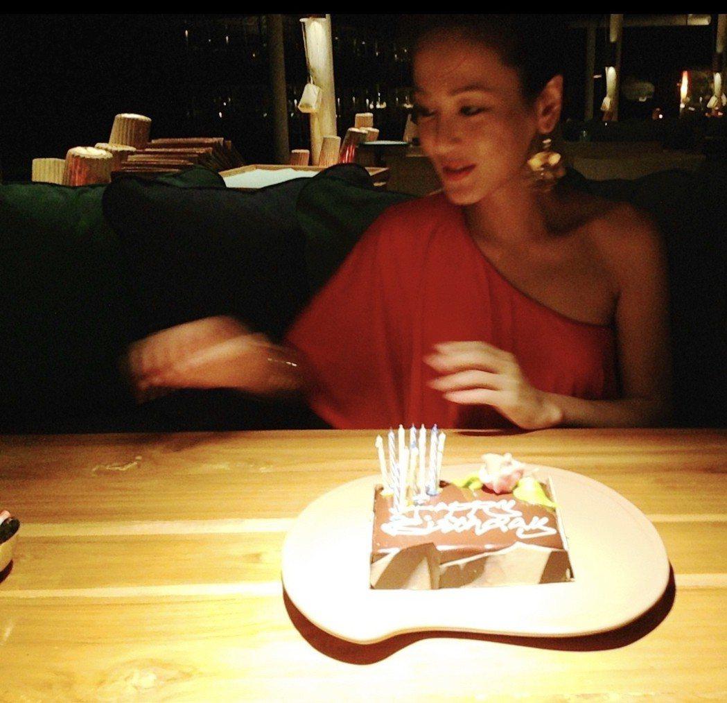 邱琦雯日前過生日,朋友們輪番作東為她慶生。圖/艾迪昇傳播提供
