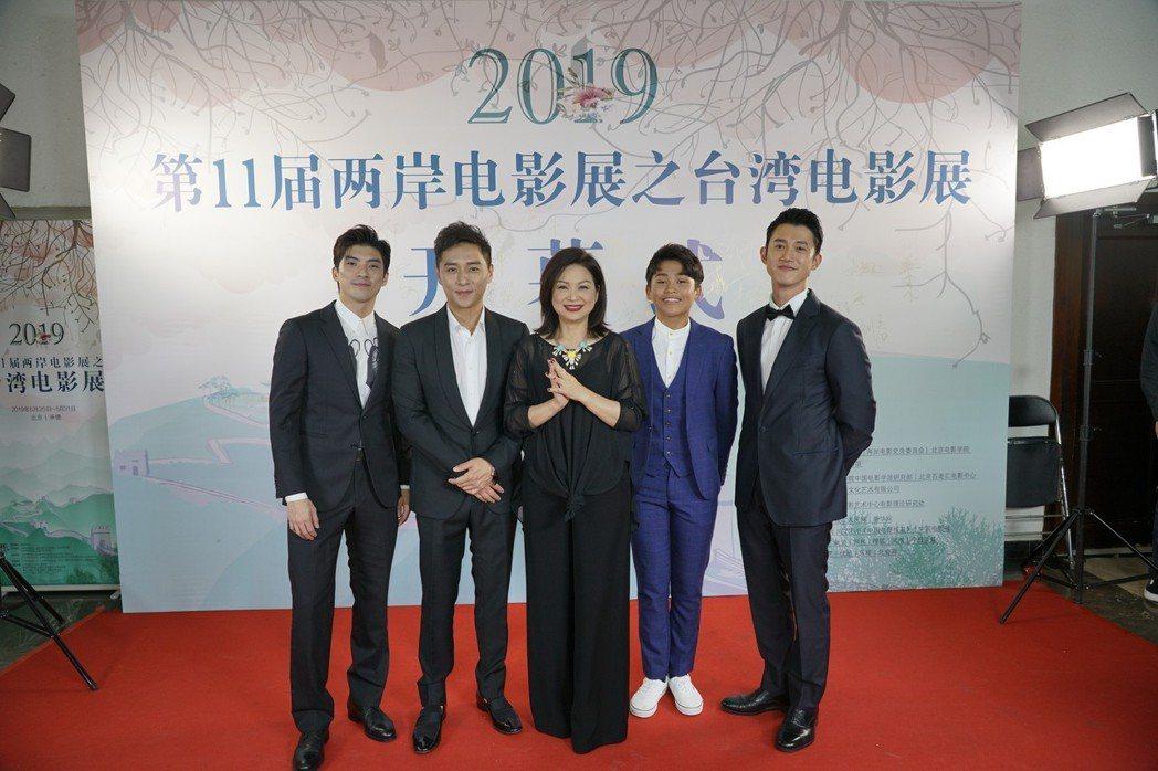 左起林哲熹、鄭人碩、楊貴媚、鍾家駿、吳慷仁出席兩岸電影展。圖/兩岸電影展提供