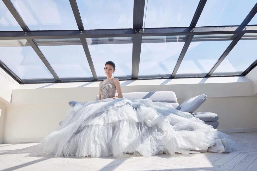 任容萱公主風禮服走紅毯。圖/經紀公司提供