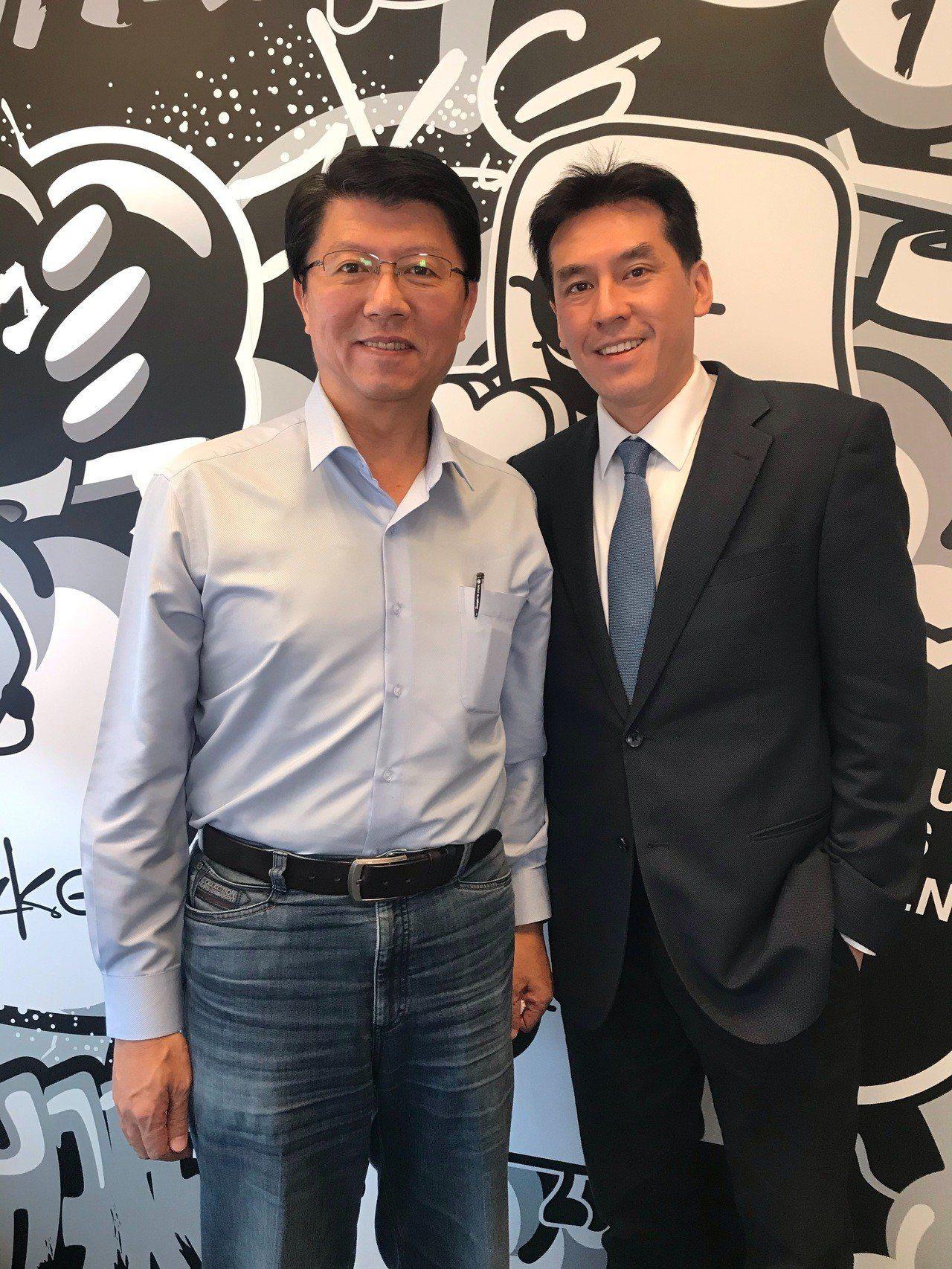 謝龍介(左)加入17直播名人開講的「17嘴一波」系列。圖/17Media提供
