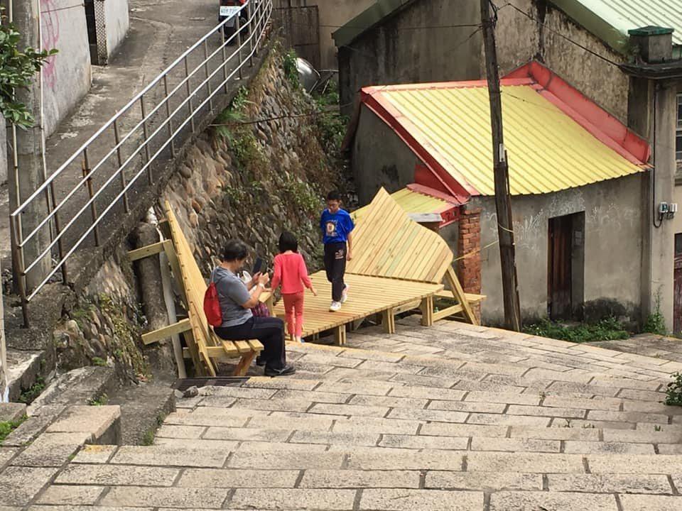 為凸顯淡水重建街歷史街區特色,淡江大學建築系師生與淡水街道文化促進會共組團隊,盤...