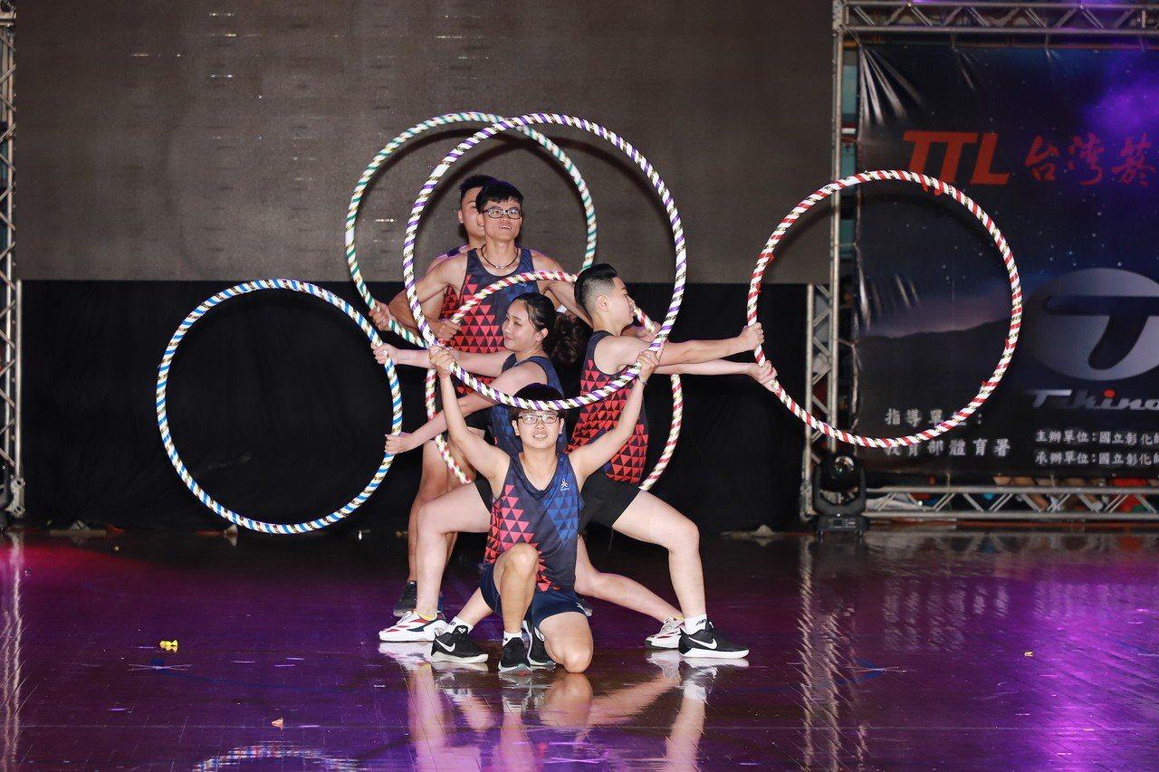 彰化師範大學運動系今年畢業生的成果發表運動表演會「初煉」學生展現苦練成果,將運動...