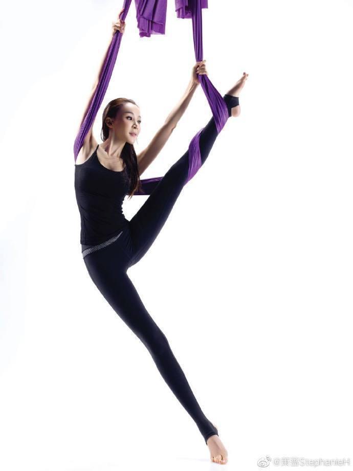 蕭薔凍齡美貌、好身材,歸功於長年維持運動習慣。圖/摘自微博