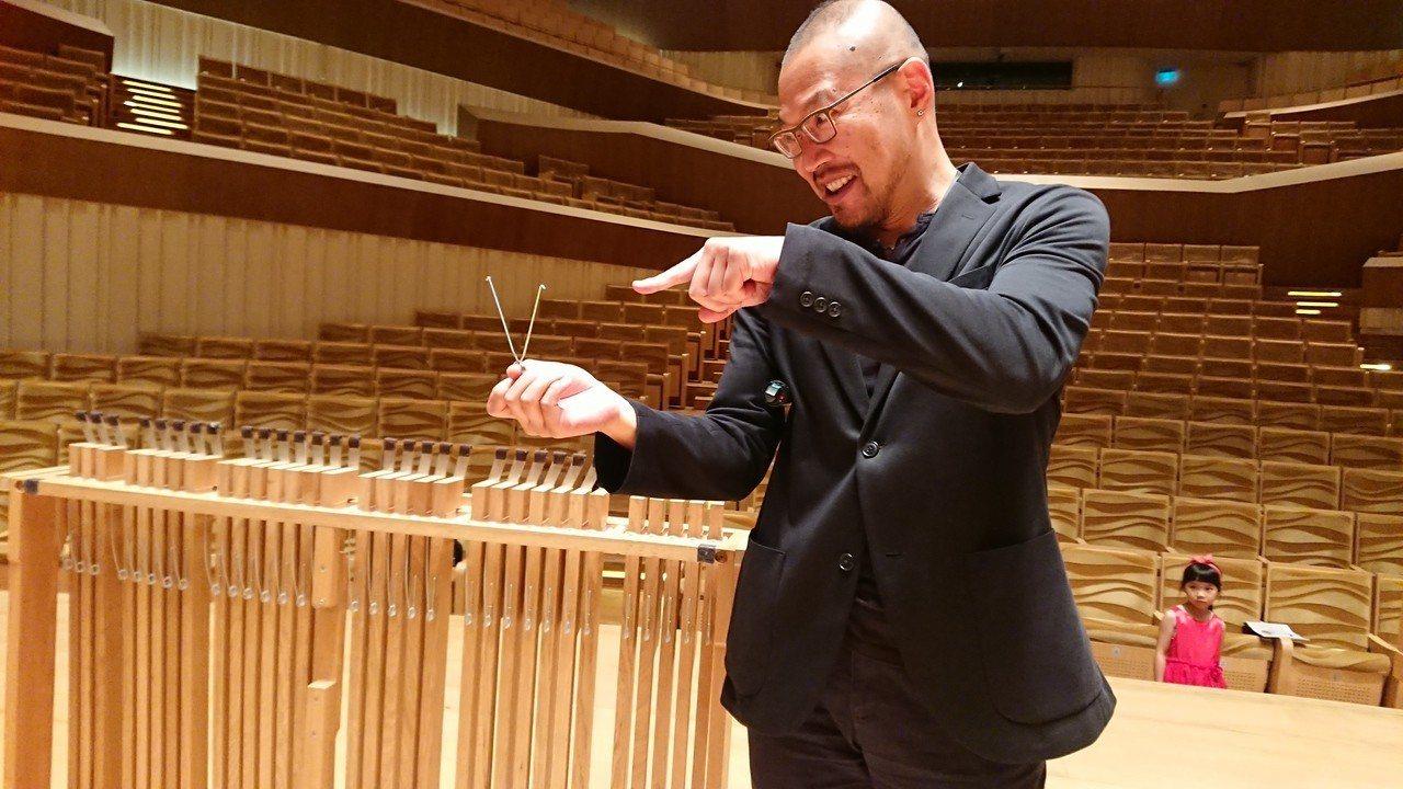 衛武營藝術總監簡文彬說明24日當天管風琴故障原因,搞笑直指「肇禍者就是這支彈簧!...