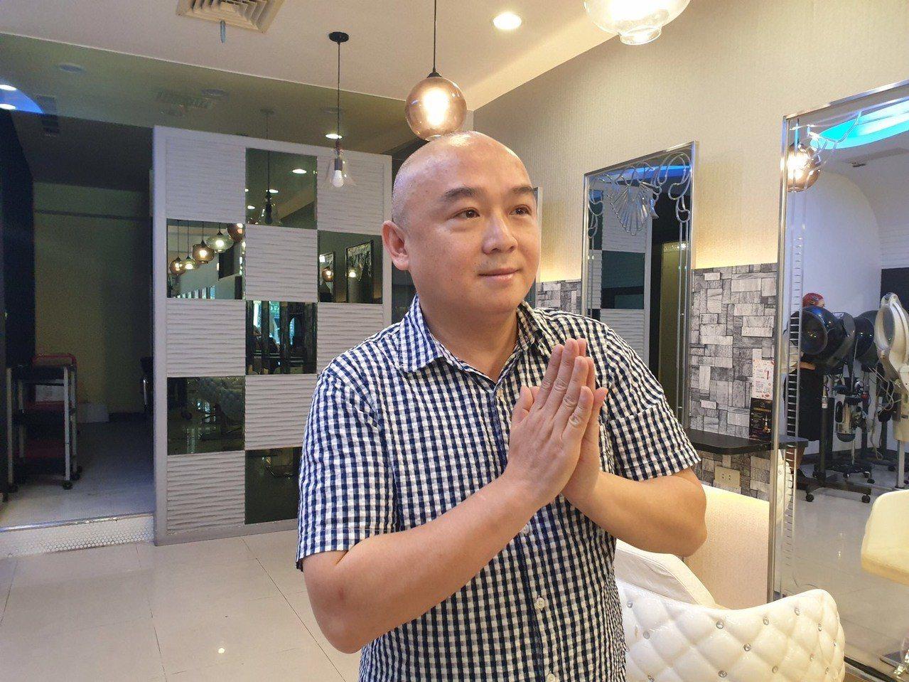 高雄市觀光局長潘恒旭今天理個光頭造型。圖/潘恒旭提供