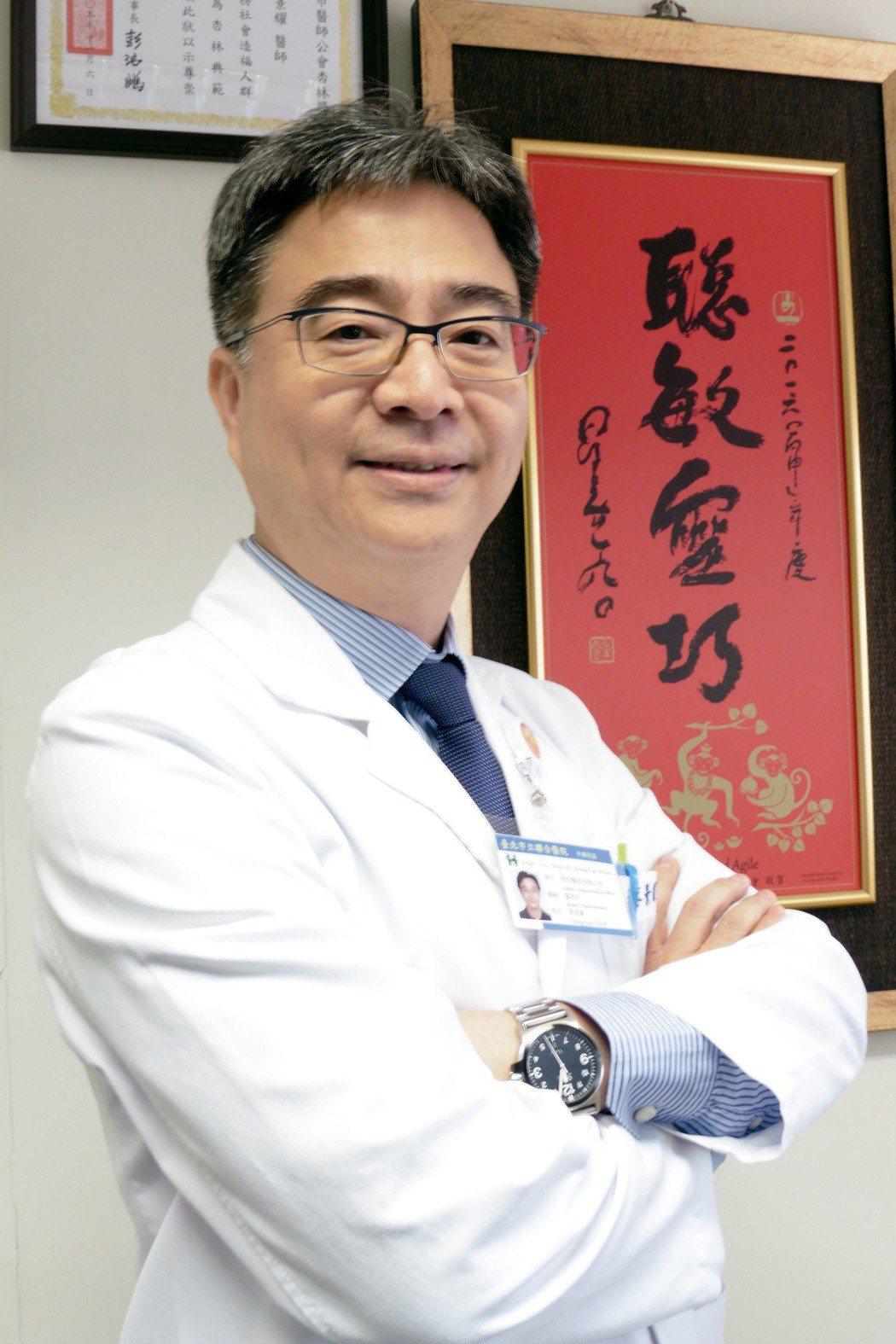 北市聯醫中興院區醫務長 眼科主治醫師蔡景耀說,在眾多威脅孩子視力的因素中,3C就...