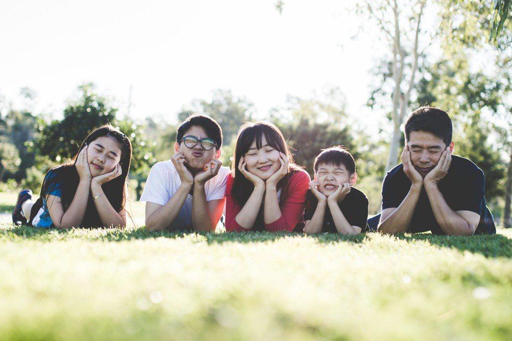 與家人示弱,更能讓家庭的溫馨感提升。圖/摘自 pexels