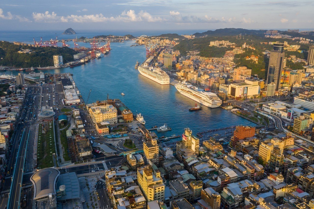 郵輪泊靠基隆港越來越頻繁,台灣港務公司投資11億改善基隆港旅運設施。圖/基隆市政...
