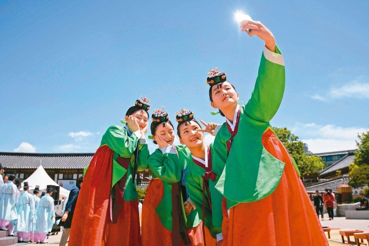 圖為傳統韓服。 法新社