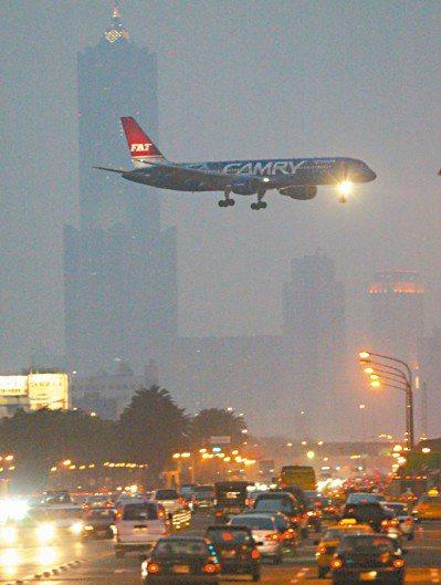 為了降低對周邊居民的影響,小港機場每天有六點五小時的宵禁。圖/聯合報系資料照片