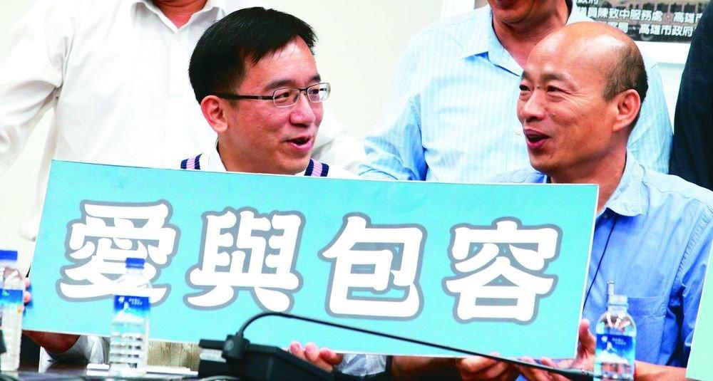 為紀念二二八,韓國瑜(右)與陳致中(左)曾並肩呼籲「愛與包容」。圖/聯合報系資料...