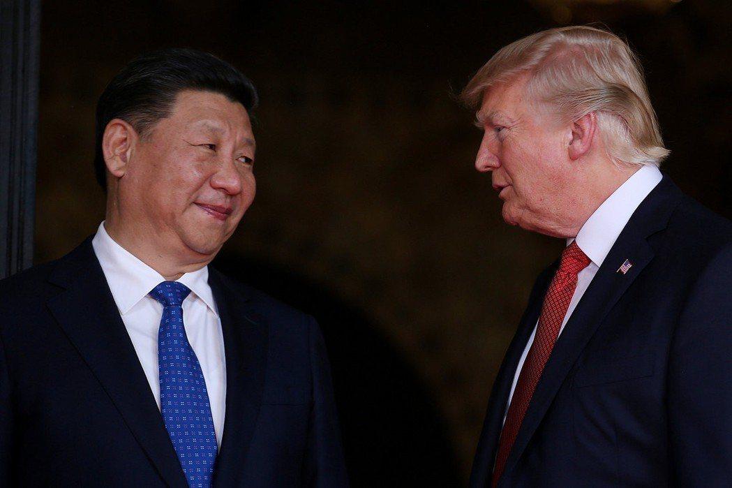 美中貿易戰火近來持續升溫,圖為中國國家主席習近平與美國總統川普。 (路透)