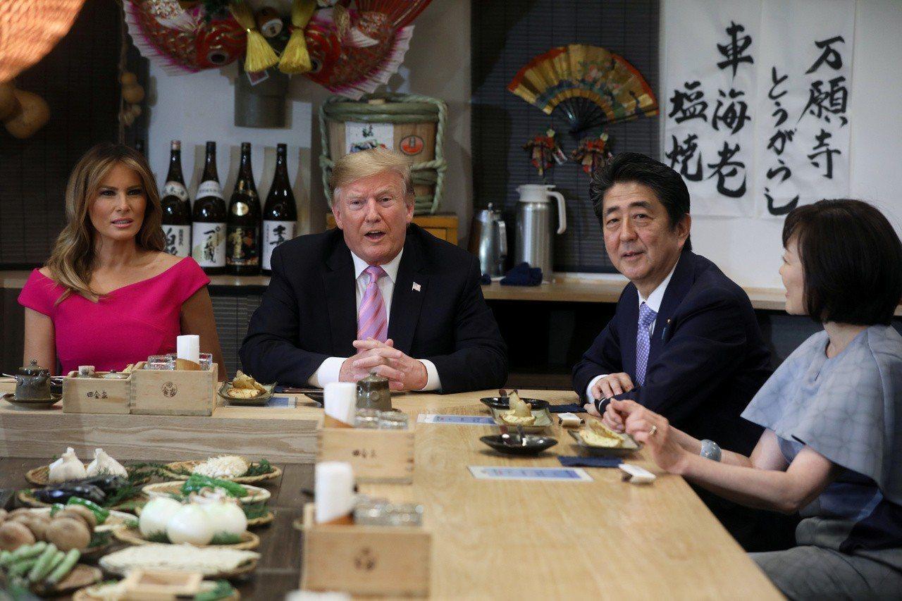 日相安倍晉三夫婦廿六日晚間宴請美國總統川普夫婦。 路透
