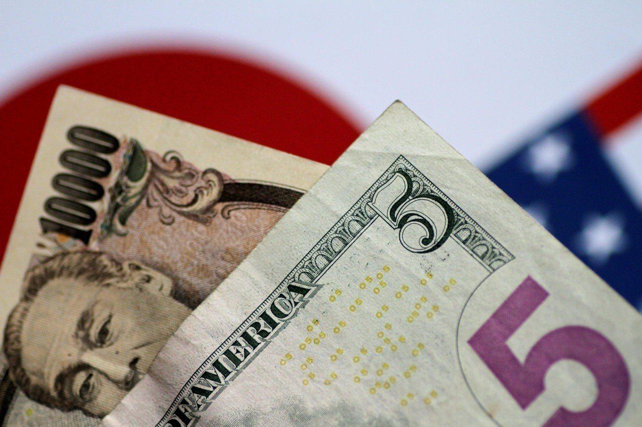 日本央行在1980年代壓抑日圓匯率導致股市出現泡沫。圖為日圓和美元鈔票。 (路透...