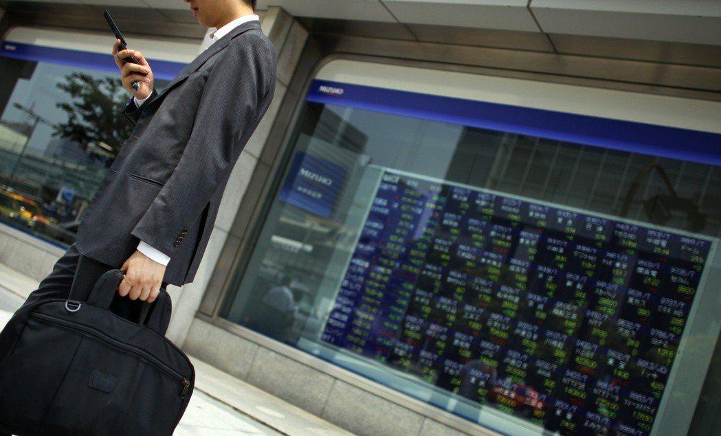 1980年代的泡沫經濟導致日股崩盤,之後整個日本經濟也陷入通縮泥沼,迄今仍無法恢...