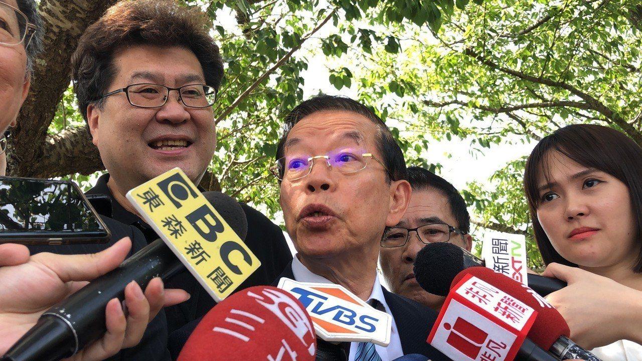 駐日代表謝長廷(圖中)。 聯合報系資料照/記者邱瓊玉攝影