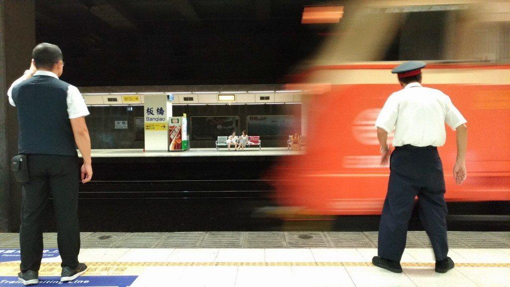 台鐵表示,旅客若需要服務,請撥打台鐵局客服電話專線0800-765-888及02...
