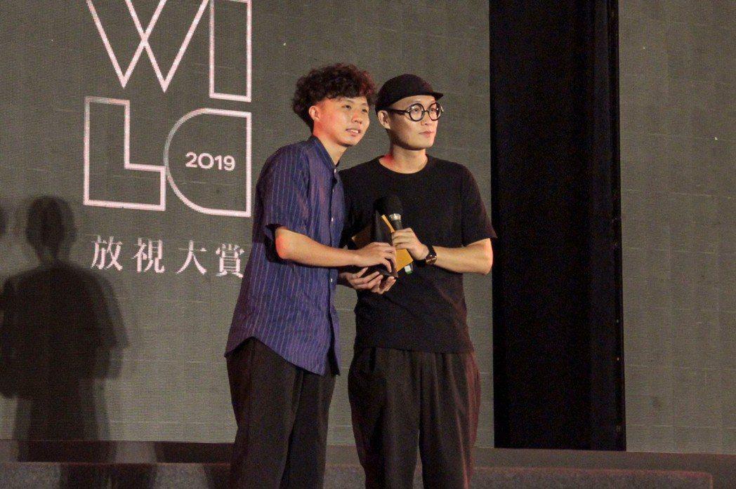《青春炸裂物語》獲得金賞,導演(左)出席領獎。 洪紹晏/攝影