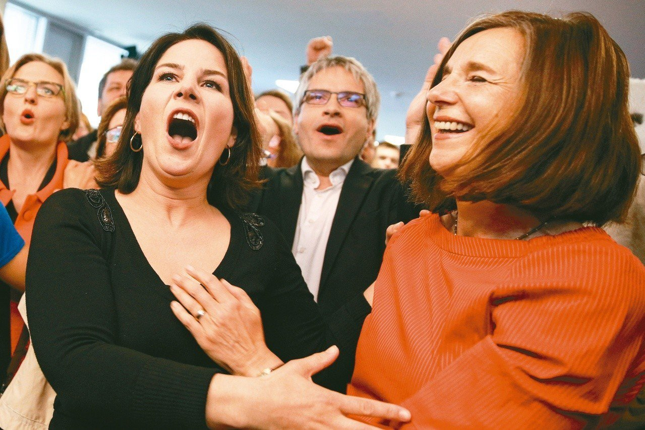 德國綠黨在歐洲議會選舉大有斬獲,主要候選人26日得知結果後欣喜若狂。 歐新社