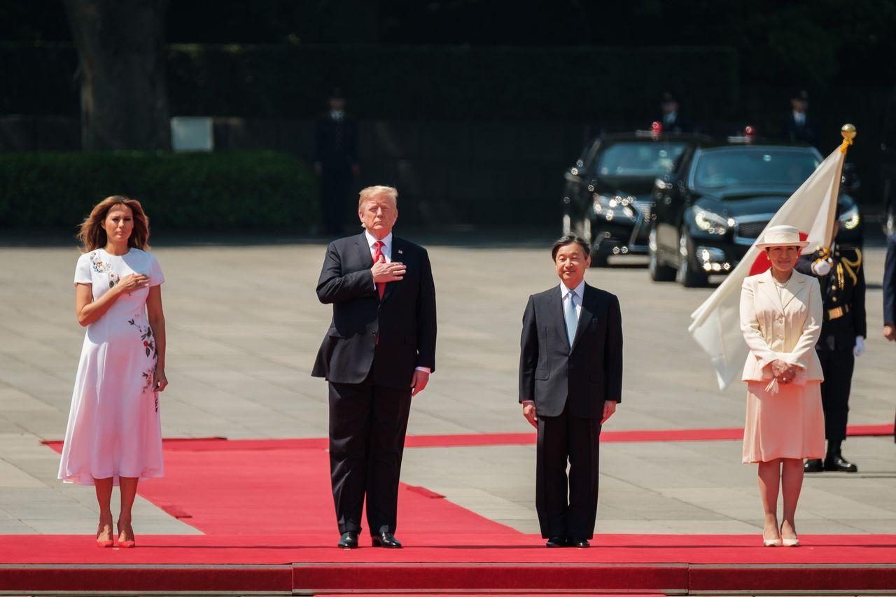 美國總統川普(左2)今天與日本首相安倍晉三(右2)舉行領袖會談 法新社