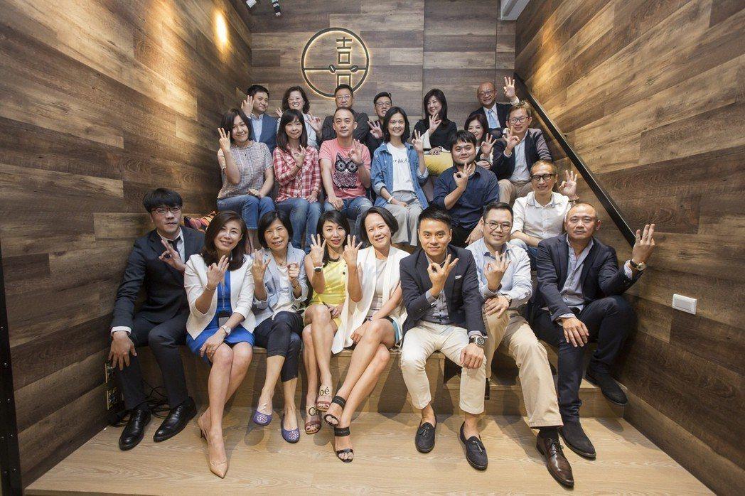 「華人領袖100」由50位多元平衡的導師所組成,體現貴人學平台的初衷。 華人領袖...