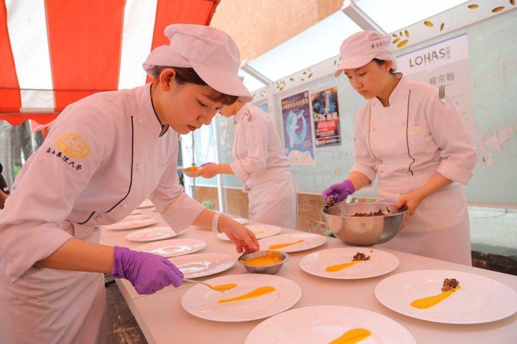 嘉藥餐旅系同學精心製作「永續餐桌」料理。 嘉藥/提供