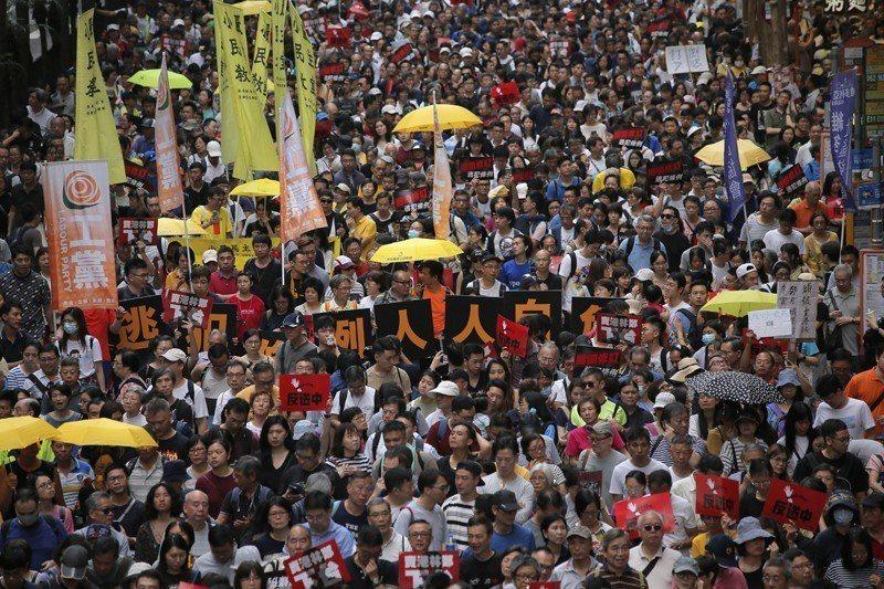 4月28日高達13萬香港人上街要求港府撤回逃犯條例。 圖/美聯社