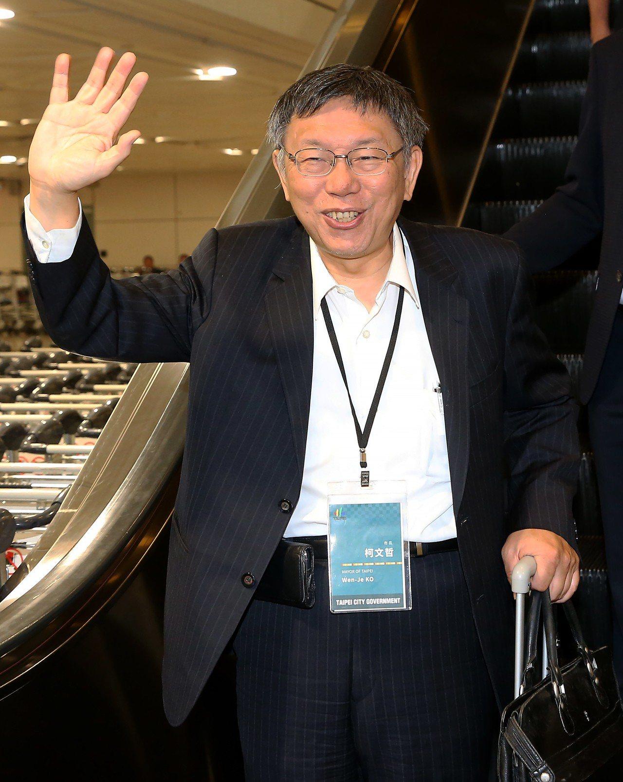 台北市長柯文哲(如圖)率團前往日本訪問,結束行程後26日深夜搭乘長榮航空公司班機...