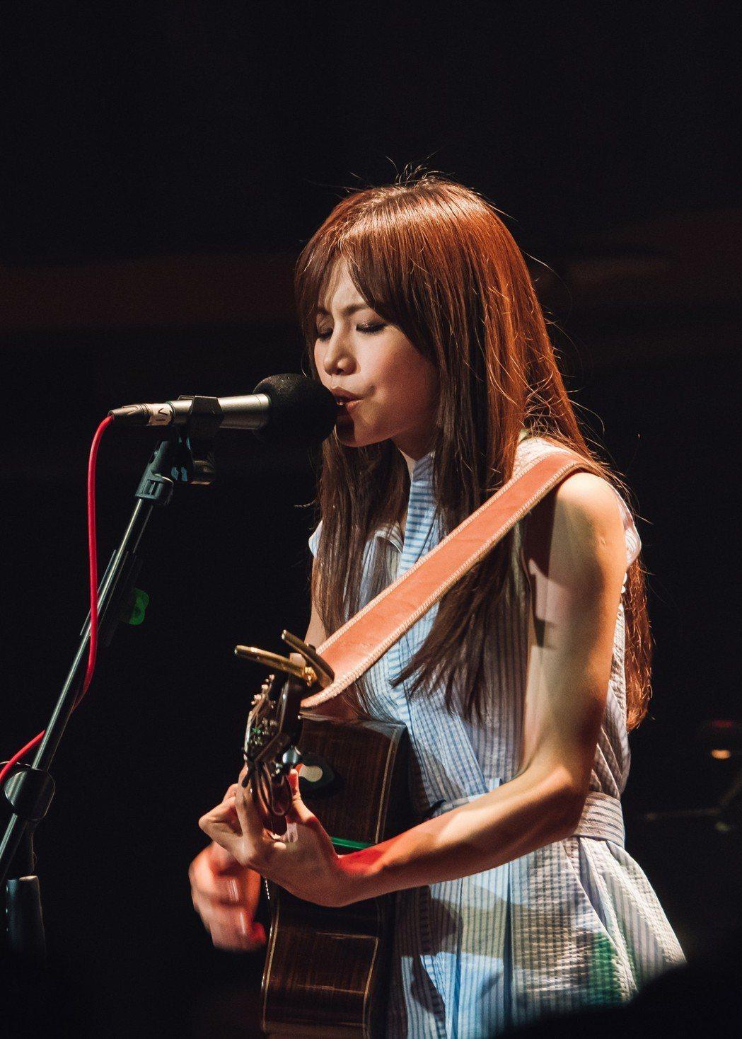 吳汶芳舉行「我要盡情地唱演唱會」。圖/福茂唱片提供