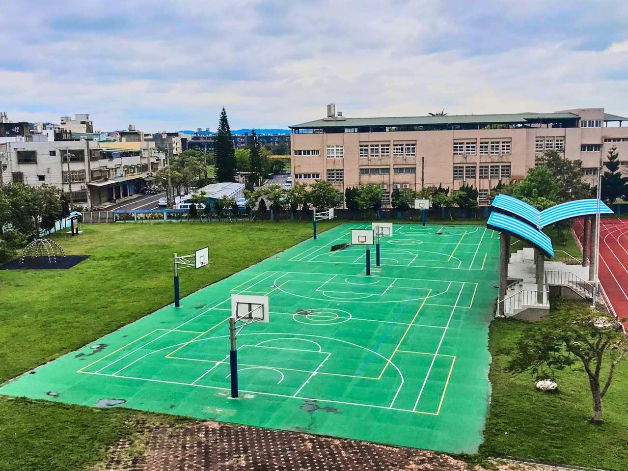 新竹市香山區朝山國小師生上體育課,還要看天候進行。圖/教育處提供