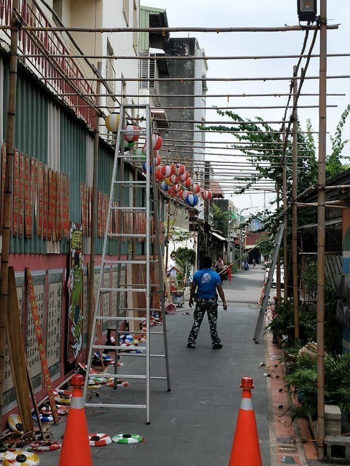 北港工藝坊迫於無奈將巷弄燈會全數拆除。圖/蔡享潤提供
