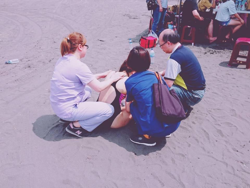龜山島海上長泳遭溺水梁婦昨被救起昏迷,今清晨不治。 圖/消防局提供