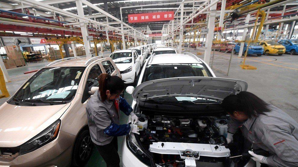 中美貿易戰衝擊顯現,中國4月工業企業利潤再現負增長。香港經濟日報