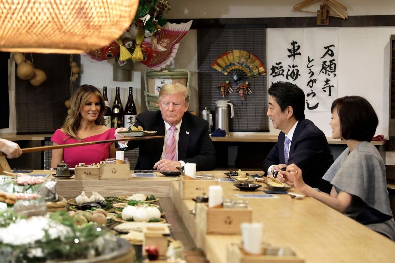 美國總統川普25日抵達日本展開4天3夜訪問,日本首相安倍晉三全力款待,希望希望川...