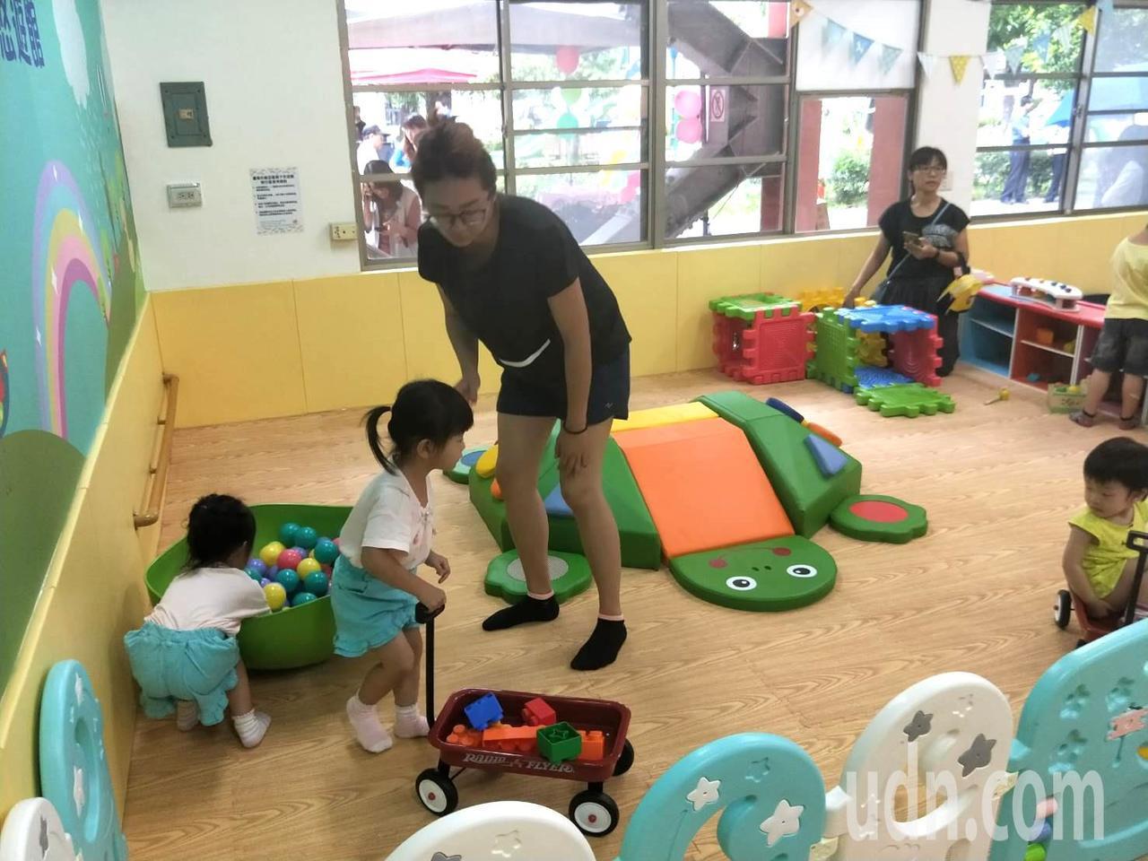 台南市第七處麻豆親子悠遊館揭牌 提供家長最優質的親子互動空間。記者謝進盛/攝影