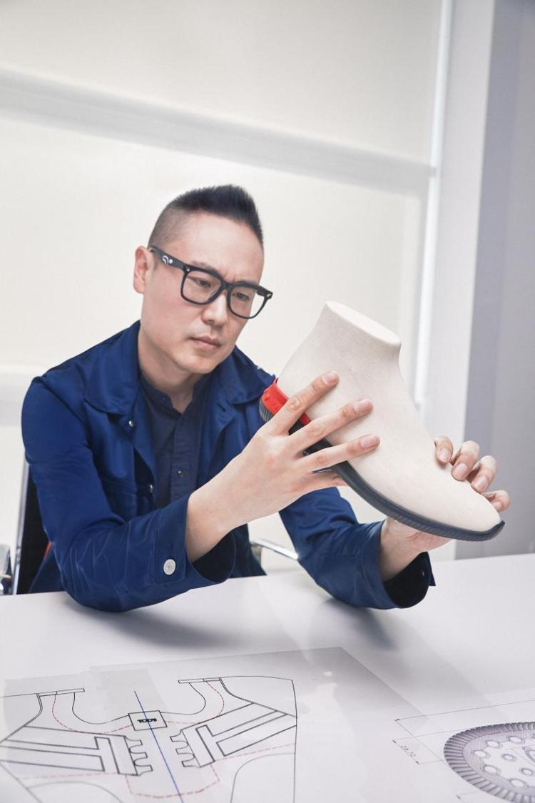 No_Code系列是TOD'S近來主打的鞋款,由韓籍設計師Yong Bae Se...