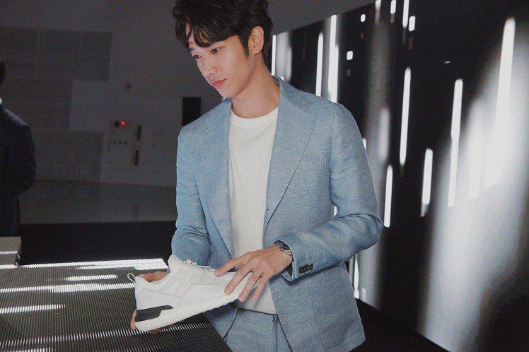 劉以豪日前飛到首爾參加TOD'S No_Code鞋款發表會。圖/迪生提供